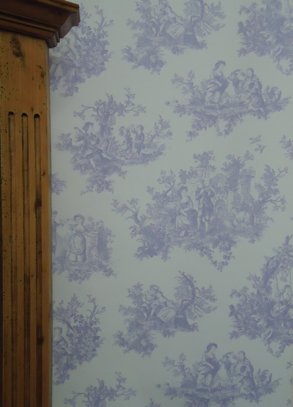 Provencale toile de jouy lilac lavender wallpaper for Toile shabby chic